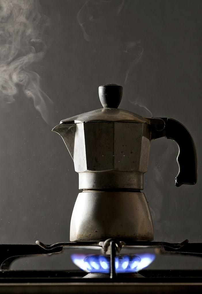 cómo hacer café en cafetera italiana