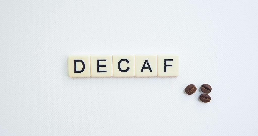 café descafeinado en letra