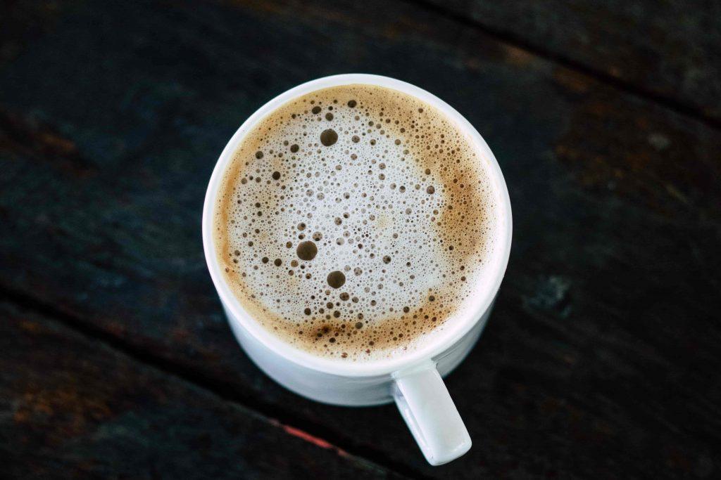 beneficios del café en el cabello