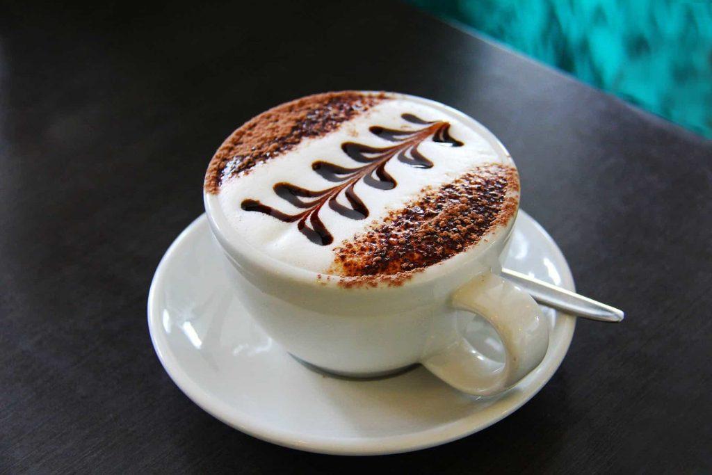 latte con forma zig zag