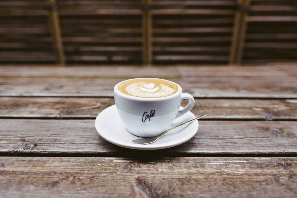 beneficios de tomar café después de comer