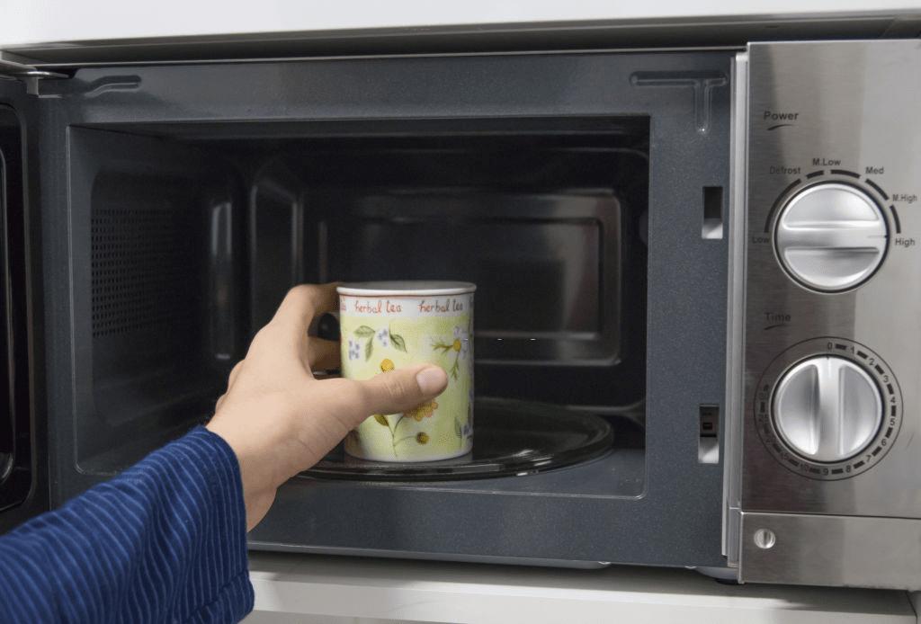 cómo recalentar café en el microondas