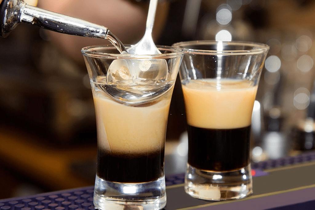 café con amaretto