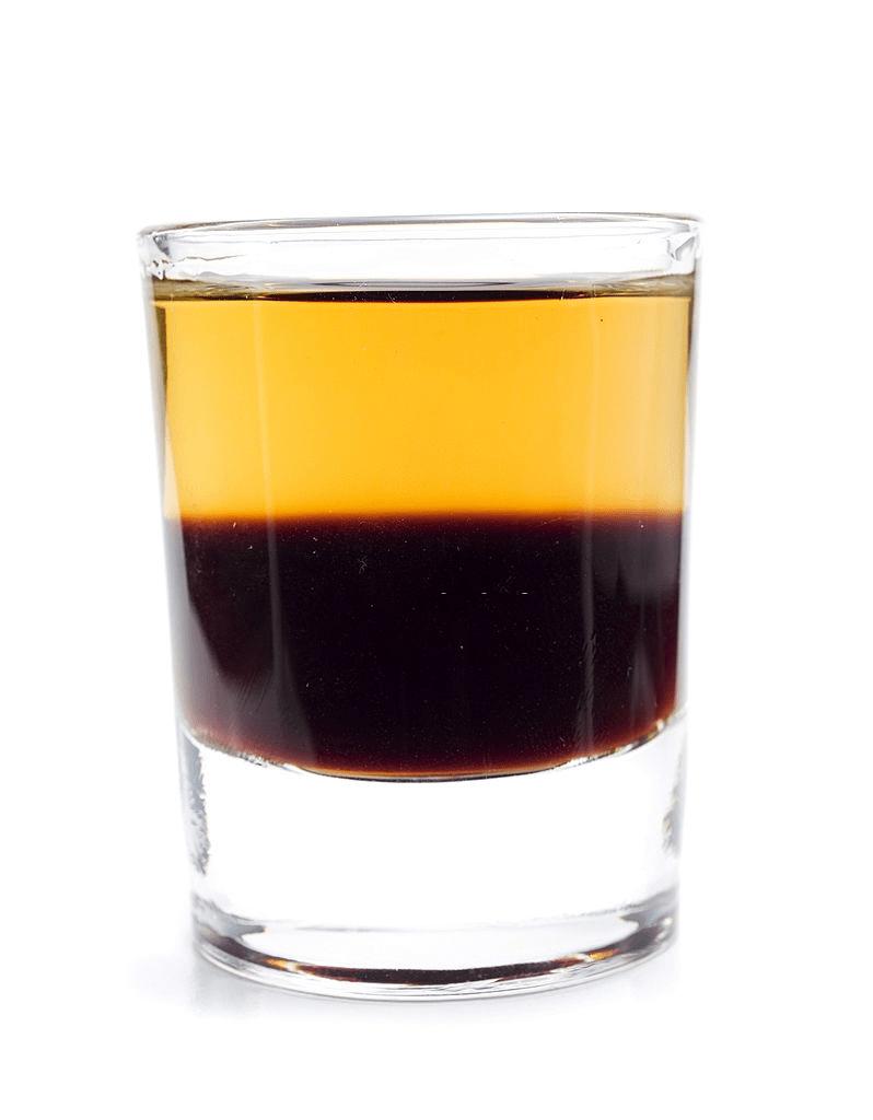 café con whisky escocés