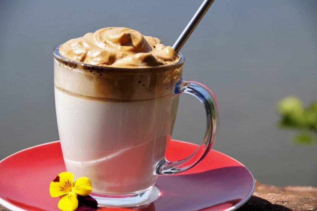 café muy espumoso