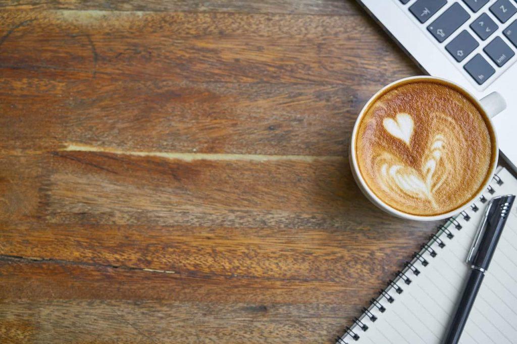 café sobre una mesa