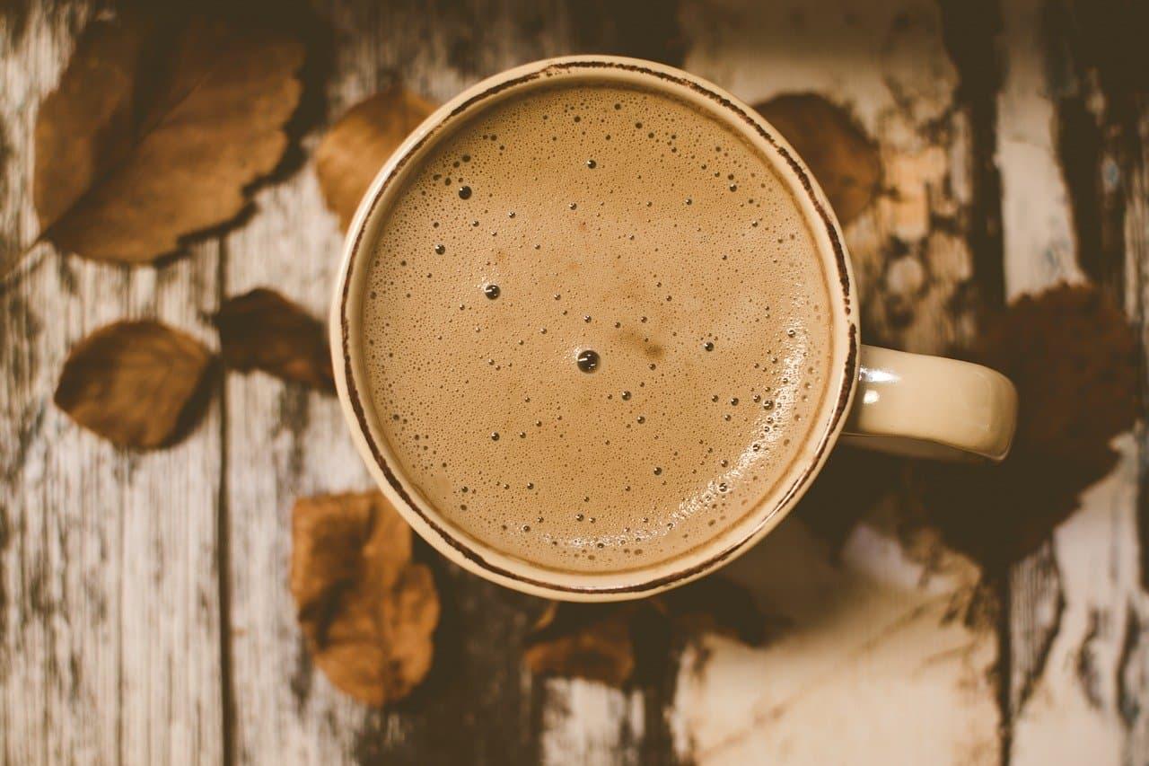 preparación de café al chocolate