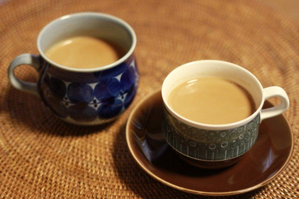 dos tazas de café con leche