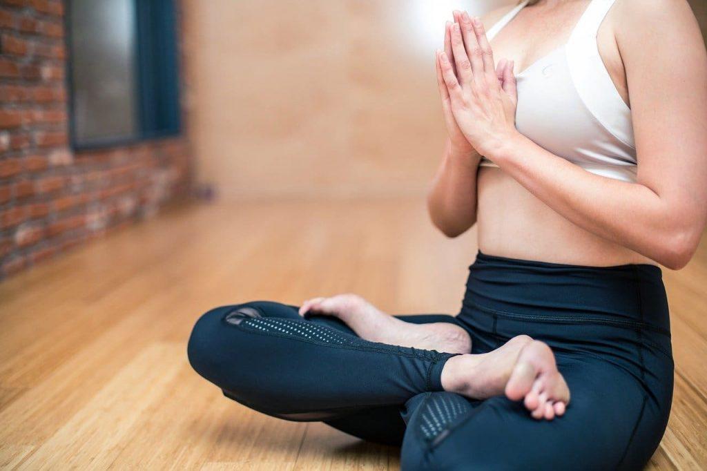 mujer sana haciendo ejercicio