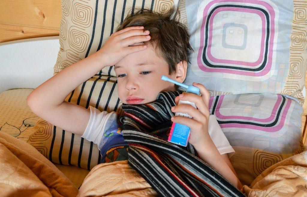 niño con asma y fiebre