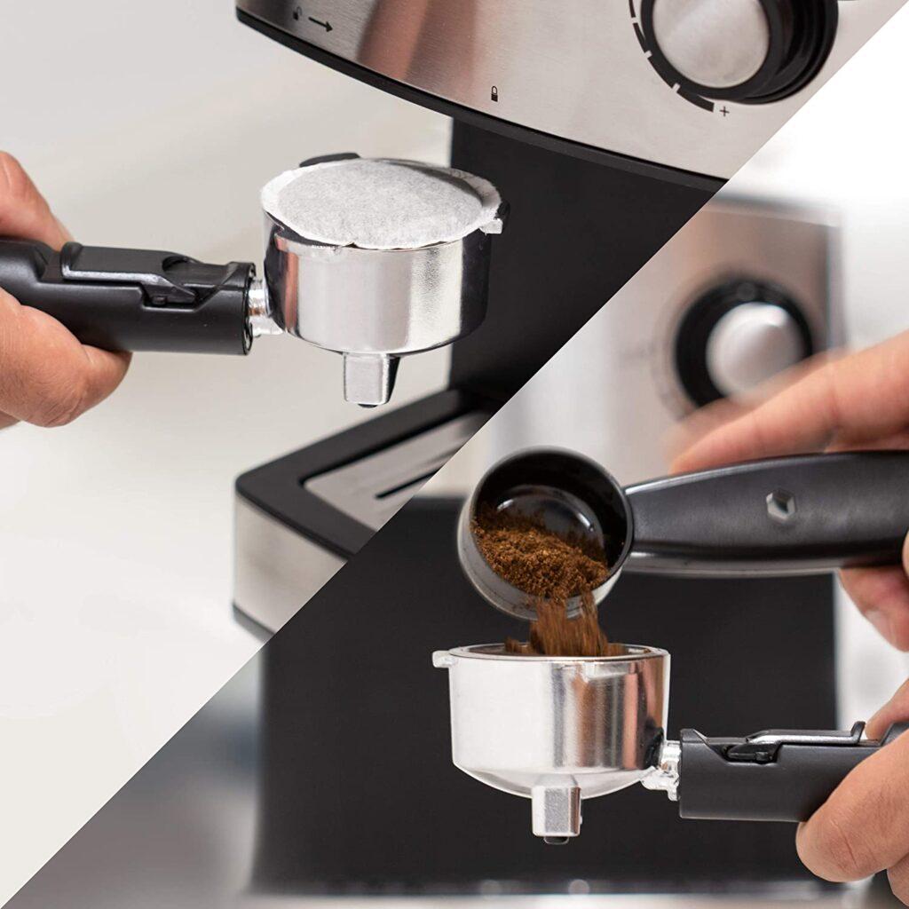 preparando café con cafetera espresso de ufesa